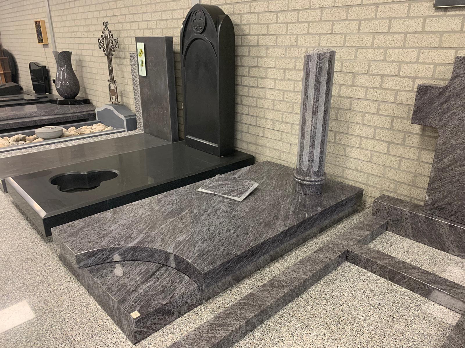 grafstenen in showroom